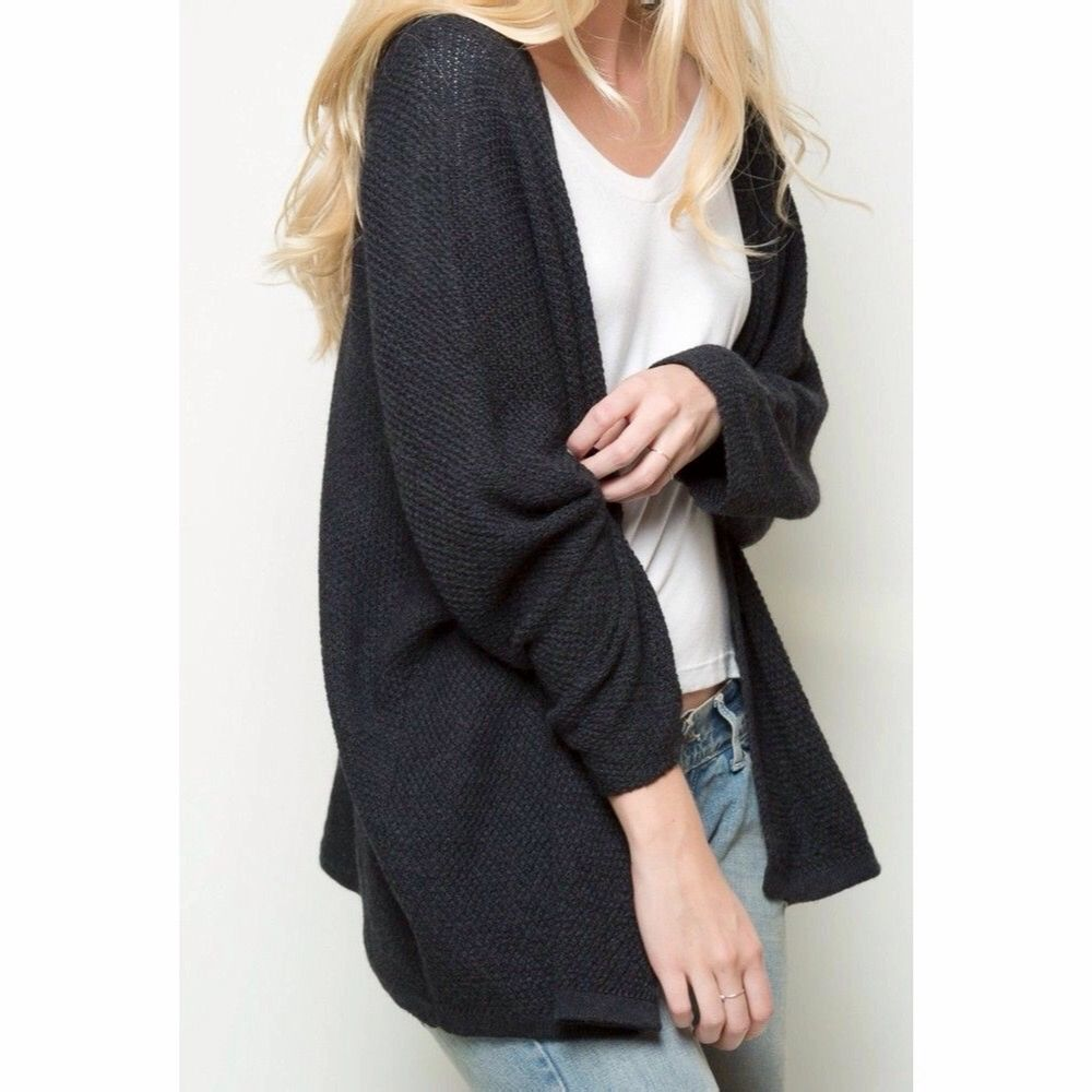Flowy and relaxed fit open front textured knit long sleeve cardigan in charcoal. Runs longer on the sides, a soft v-opening in the back. Poly blend. One size fits all. No holes, tears, rips, stains, snags, fading. Smoke and pet free storage space. No other flaws to note. Disclaimer: Please expect some general wear in all secondhand pre-owned items as they have lived a previous life, so do not expect a mint item. . Tröjor & Koftor.