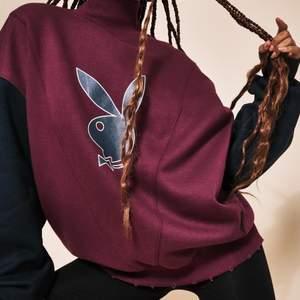 Playboy x missguided stl uk 4, motsvarade 32. Knappt använd, i nyskick. Köpt för 600kr. Galet snygg och oversized. Säljer då den helt enkelt inte blir använd.  Frakt på 79 kr tillkommer 🐰❤️