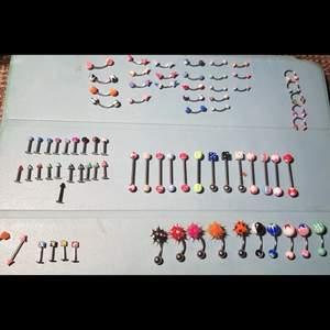 Piercing smycken till navel, näsa, ögonbryn, smily, tunga osv. Du får alla för 200kr. Annars säljer jag dem olika sorterna i kit för 50-100kr :)