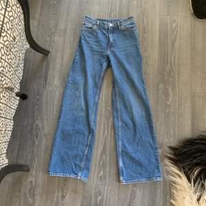 Vida monki jeans som knappt är använda, lite slitning på enda sidan längst ner