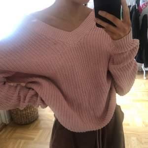 jättesöt rosa stickad tröja med snörning på ryggen som man kan ljustera själv🥺💞 säljer då den inte kommer till användning längre😪