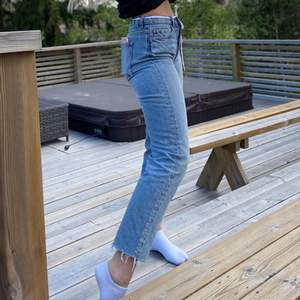 Säljer dessa jeans från & other stories. Inga skador eller defekter. Skriv för fler bilder! Är 171. Köpta för 700kr