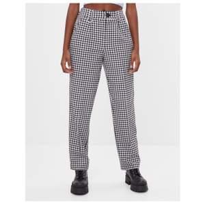 Helt nya byxor från bershka i storlek 38. Säljer för de är för korta för mig och kan inte lämna tillbaka de. 100kr+62 frakt.