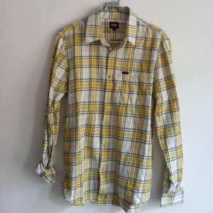 Lee skjorta, nästan som ny.