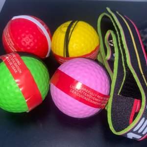 Kollar om intresse finns!🌸 Säljer boxbollar, det finns två band plus fyra bollar med. Bra träning och jättekul. Helt nytt och inte använt. Säljer detta paket för 220kr inklusive frakt (två band&fyra bollar). Kostar runt 150-250kr på nätet 🌸