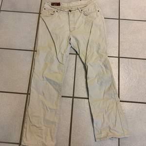 As Clean Marlboro jeans som min pappa köpte på 80/90 talet! Knappt använda och finns i brunt och grått också