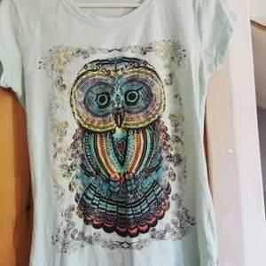 T-shirt med tryck, mintgrön/ljusblå stl s. 50 kr