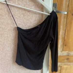 One shoulder tröja från New Yorker⚡️⚡️ priset kan diskuteras vid snabb affär!!
