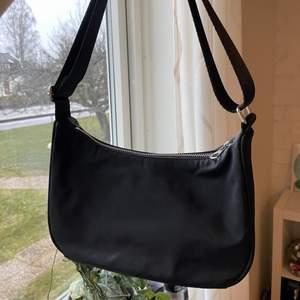 En weekday handbag som jag köpte i typ somras!