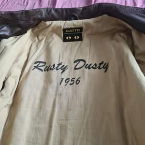 Skin jacka biker retro rusty dusty 1956 hel ny oanvänd
