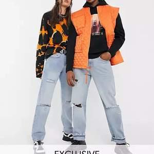 Jeans med hål från collusion, små i storlek då det inte är någon stretch! Strlk w30 men passar nog bättre på någon som har w28, nypris 349 kr