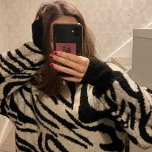Jätte fin och mysig tröja. Inte använd många gånger. Köpt för 400kr Kom med egna förslag på pris.