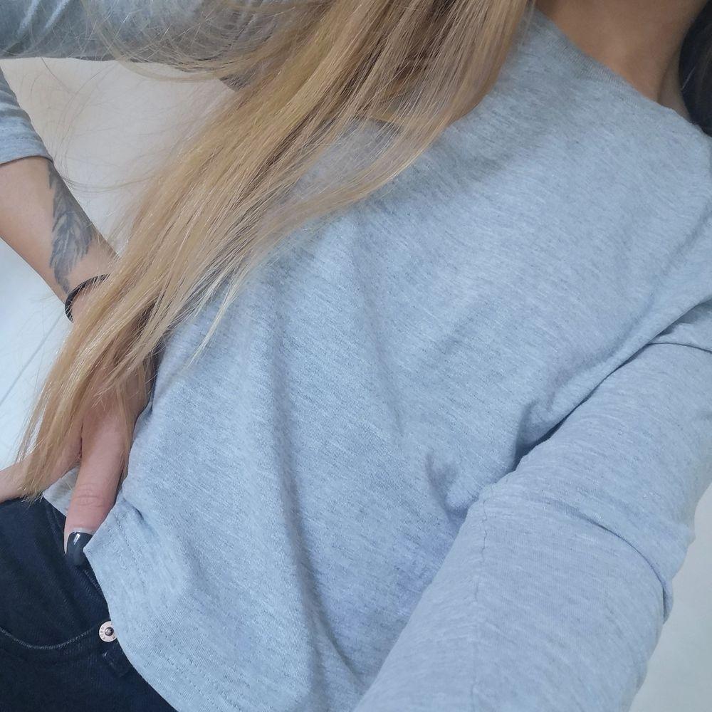 Långärmad t-shirt från Brave Soul. Lite kortare i modellen, använd men i bra skick ☺️. Tröjor & Koftor.
