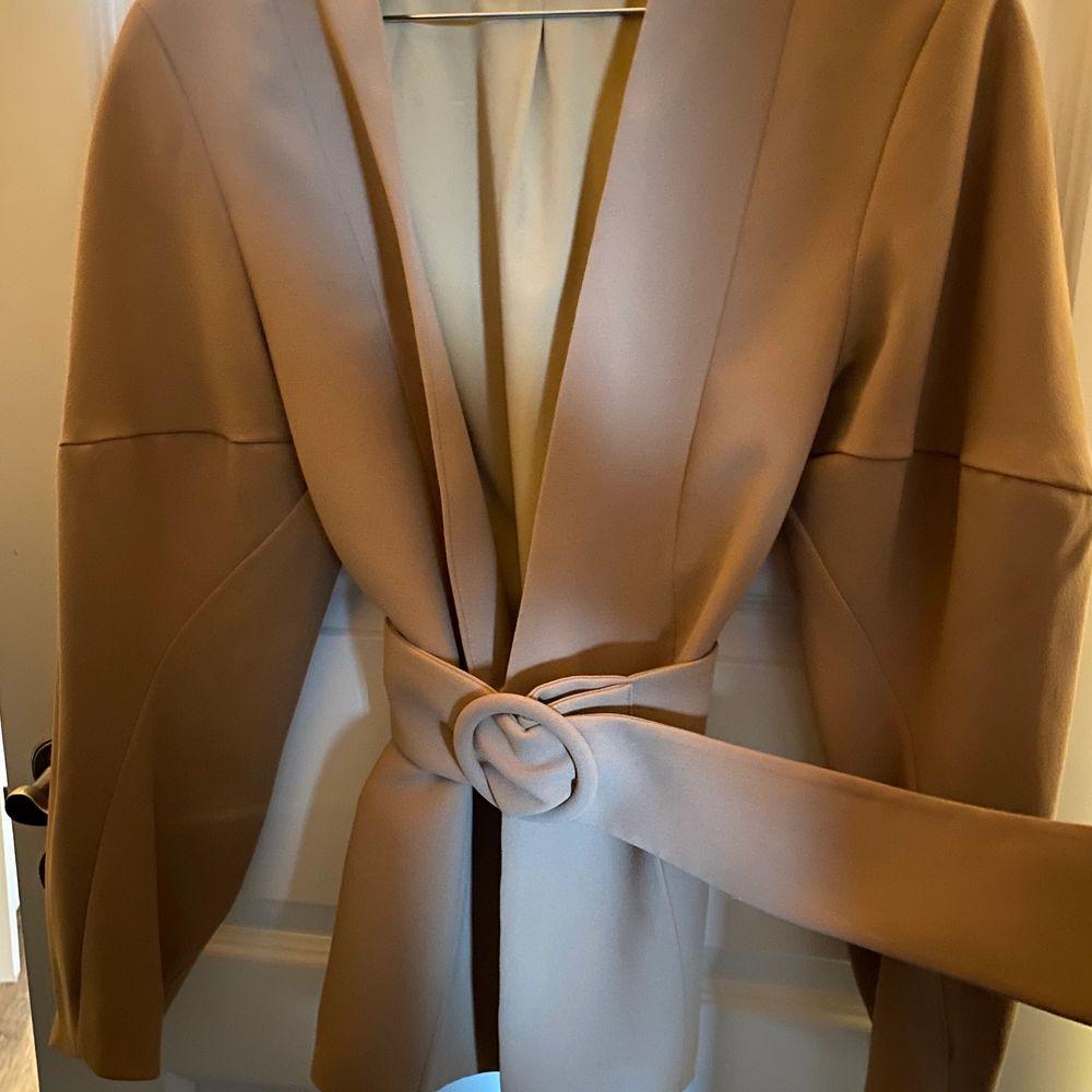 Säljer stylein botan jacket/kavaj. Nypris 2699:- Aldrig använd. Storlek M.   Finnes i Karlstad, kan postas om köparen står för frakt.. Jackor.