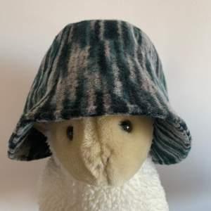helt ny hatt, det var en gåva men inte min stil :)) storleken kan justeras ❤️ 95kr inklusive frakt