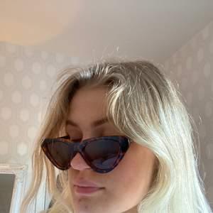 Solglasögon som inte kommer till användning längre! Endast använda 2 gånger!!