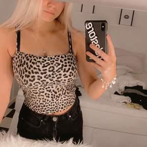 Säljer ett leopard linne då det inte kommer till användning, storlek S