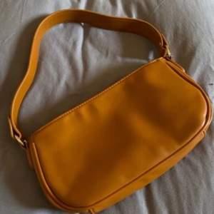fin brun väska använd 1 gång