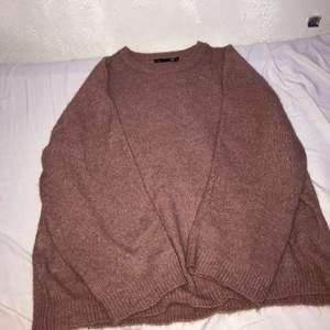 Super fin stickad tröja som är super skön men jag tyvärr inte lyckats styla med något från min garderob.  FRAKTEN INGÅR I PRISET!!