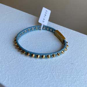 Helt oanvänt sååå fint nitarmband från Edblad🥰 nypris är 400kr, jag säljer för 200kr+frakt som är på 15kr💕
