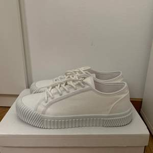 Skor från Nelly inga defekter eller märken på den! Använda en gång💓 säljer då jag hittat andra skor jag tycker bättre om! Köpa för ba någon vecka sedan!