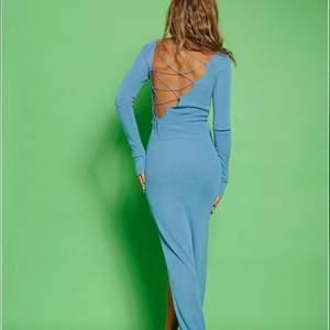 Säljer denna klänning från Hanna schönberg senaste kollektion! Storlek M. Köparen står för frakt💙