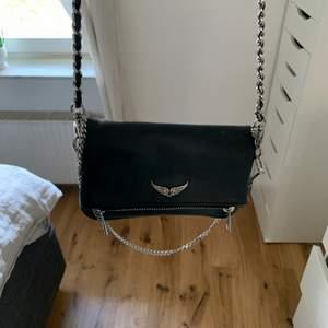 intressekoll på min väska från zadig i den mindre modellen. bra skick och inga defekter. kommer endast sälja vid bra bud💕