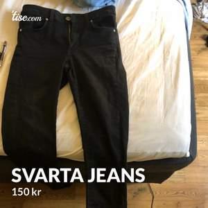 Helt vanliga svarta jeans, säljer för 150kr.