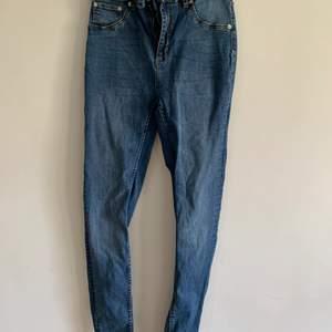 Plagg • Jeans Färg • Blå Storlek • L Märke • Lager157 Passform • Tight Detaljer • Stretch