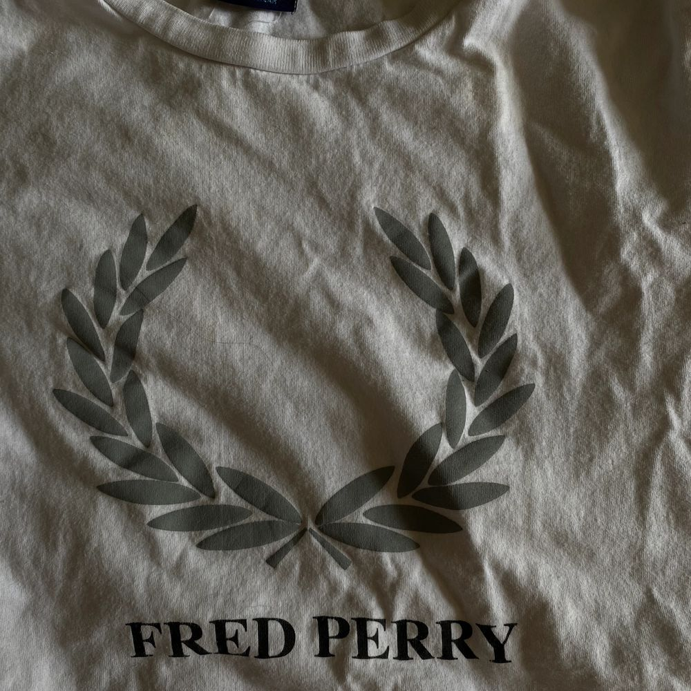 Säljer nu min fred Perry T-shirt . T-shirts.
