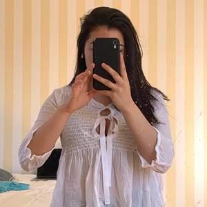 Jättefin vit blus som ej kommer till använding. Storlek XS/S. Möts eller fraktar