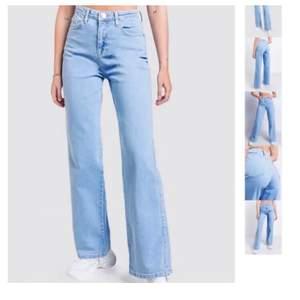 Skitsnygga jeans från Madlady, kontakta mig för frågor! Säljer pga för små för mig men är knappt använda och är i nyskick