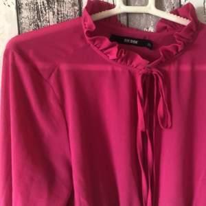 En rosa topp ifrån bikbok i stl XS och Aldrig använd.. köpare står för frakt