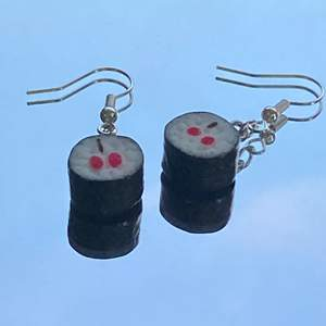 Nickelfria sushi örhängen som jag gjort själv, finns ett par till om nån är intresserad :) (dom är svarta på baksidan)