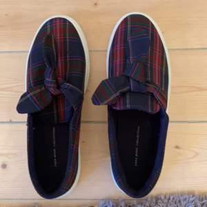 Hej, jag säljer dessa sjukt snygga skor ifrån zara då jag inte fått någon användning av dom.