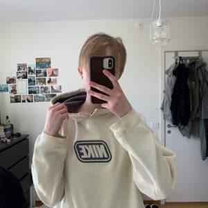 Nike hoodie i svalt och skönt material. Frakt går att diskutera