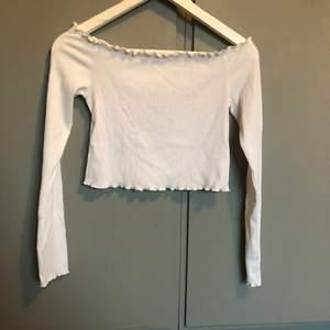 En tröja från hm som knappt använts, har klippt av lapparna i ryggen! Köparen står för frakten☀️