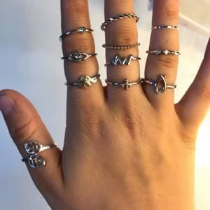 säljer dessa billiga ringar då jag tyckte inte det var min stil av ringar, passar på desto fler ringar ni köper blir det billigare fråga om pris om vilken ring ni vill ha