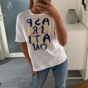 Ball t shirt med tryck från NAKD!!! Kommer tyvärr inte till användning!!