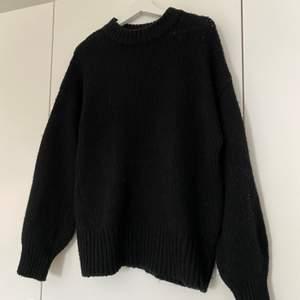 Svart stickad tröja från Lager 157, knappt änvänd. Köparen står för frakten💓