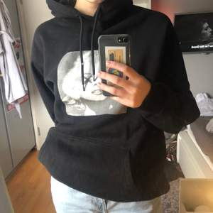 Fin hoodie med marylin monroe tryck, specialdesignad(!själva hoodien är från h&m)                                                                                     Obs tvättas in & ut i 40°