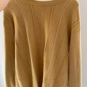 Oversize stickad tröja som är vintage från Toronto. Superfin! Inga skavanker och fina detaljer.