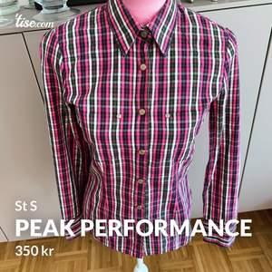 Super fin skjorta sitter mer åt då den är figur sydd