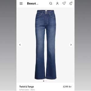 Säljer dessa superfina jeans som jag köpte här på Plick då de var alldeles för stora på mig! (Bilderna är lånade från förra ägaren)