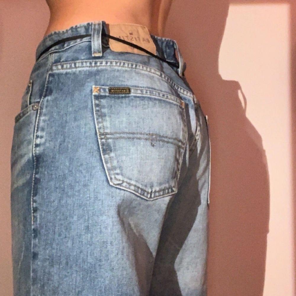 Jeans från batistini style Denver w:33 L:32 jag har storlek 32/34 💘 saknar en knapp på insidan men inget som märks av💕. Jeans & Byxor.
