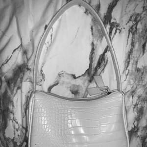 Shein vit väska-Köpte den från SHEIN denna sommaren💗