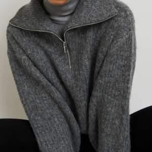 🚫intressekoll🚫 på denna supermysiga och varma tröja i strl M🤍 är osäker på om jag vill behålla den. Använd max 3 gånger och är i toppskick!
