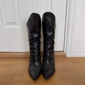 Säljer mina boots från Public Desire då de ej kommer till användning. Köpta i höstas på ASOS. Storlek 39