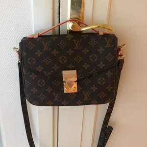 FEJK. Louis Vuitton metis. Köparen står för frakten.