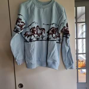 Ganni sweatshirt med hästmotiv.